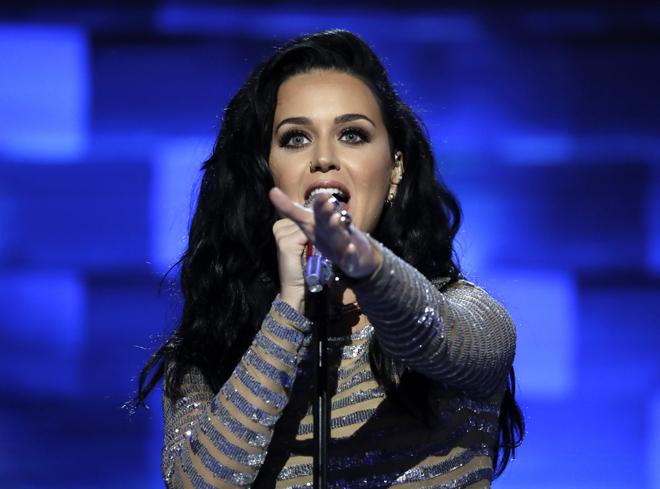 014bb3c1e La línea de zapatos de la extravagante Katy Perry. La cantante Katy Perry  durante la Convención del Partido Demócrata. FOTO  Gtresonline
