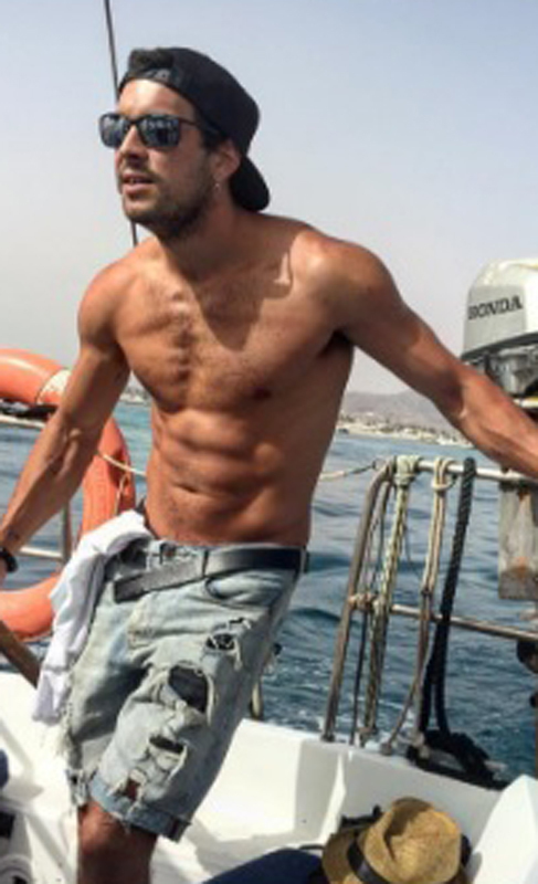 El guapo Mario casas se encuentra en Cádiz, disfrutando sus...