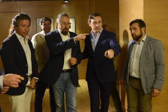 El portavoz 'popular', Rafael Hernando, y el portavoz de C's, Juan...