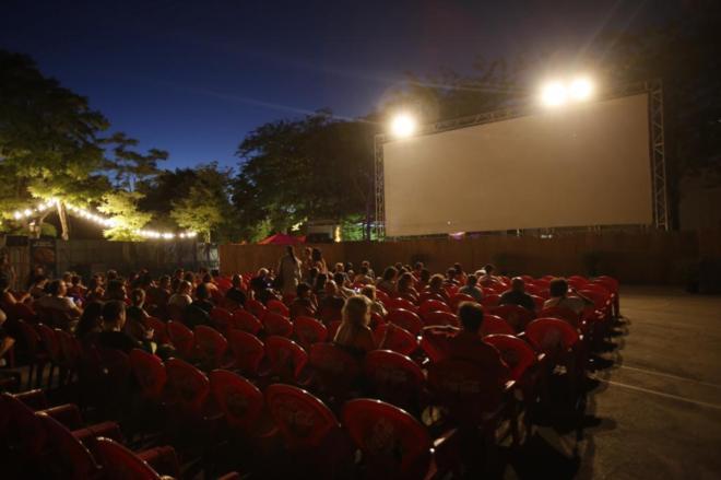cine de verano de la bombilla