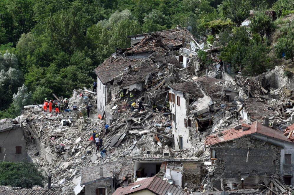 Vista general de los destrozos en Pescara del Tronto, cerca de la...