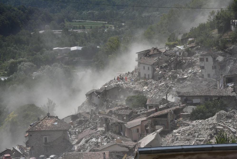 Vista de los destrozos causados por el terremoto en la localidad de...