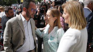 La presidenta del Congreso, Ana Pastor, junto al socialista Antonio...