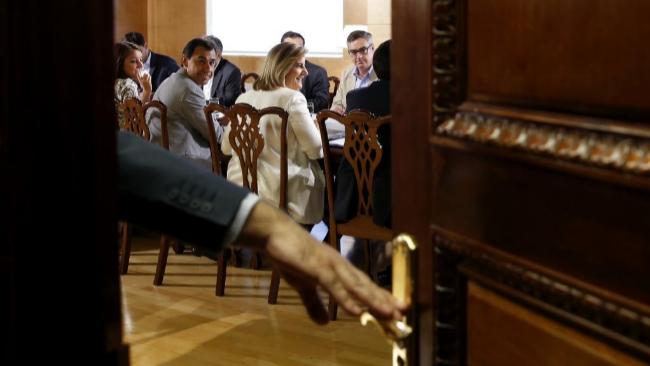 Los equipos negociadores del PP y Ciudadanos, ayer en el Congreso.