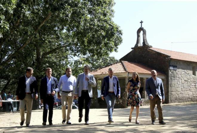 Mariano Rajoy, junto a dirigentes del PP, en el acto de Cotobade...