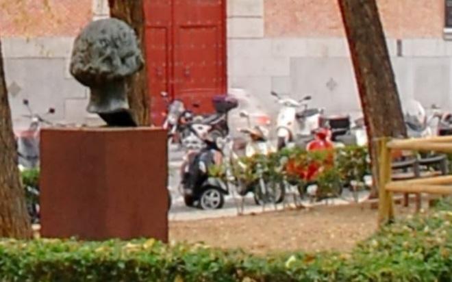 e0d6c7647 El Ayuntamiento repondrá el busto de Clara Campoamor robado en julio ...