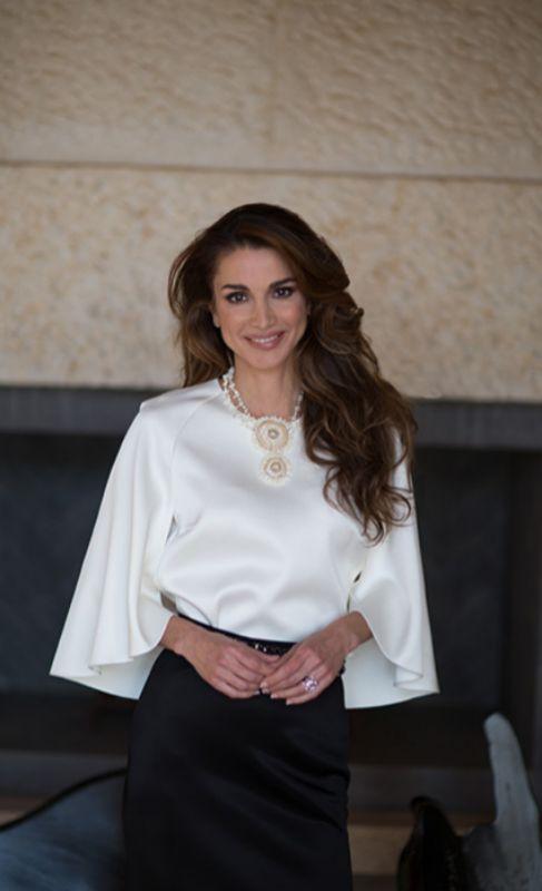 Rania de Jordania cumple hoy 46 años. Con ese motivo, la monarquía...