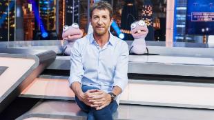 Pablo Motos, junto con las hormigas Trancas (dcha.) y Barrancas.