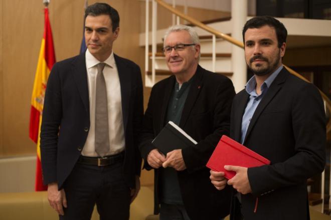 Pedro Sánchez, Cayo Lara y Alberto Garzón, en un encuentro el pasado...