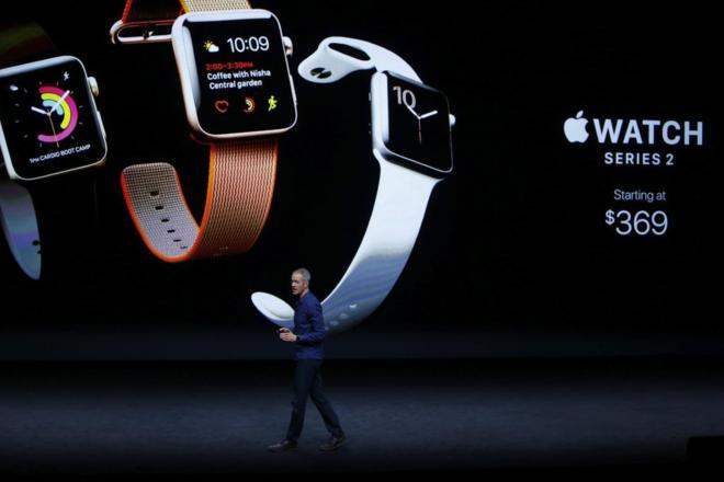 855db785364 El director de operaciones de Apple, Jeff Williams, interviene durante la  presentación del Apple Watch. EFE