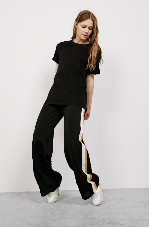 Pantalón ancho, 17,99 euros, de Bershka.