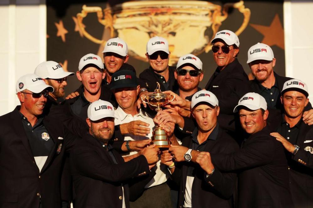 El equipo de Estados Unidos, con el trofeo.