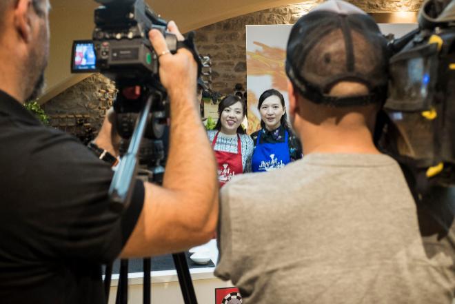 Liana Chong (izqda.) y Sunny Qiu, dos de las finalistas.