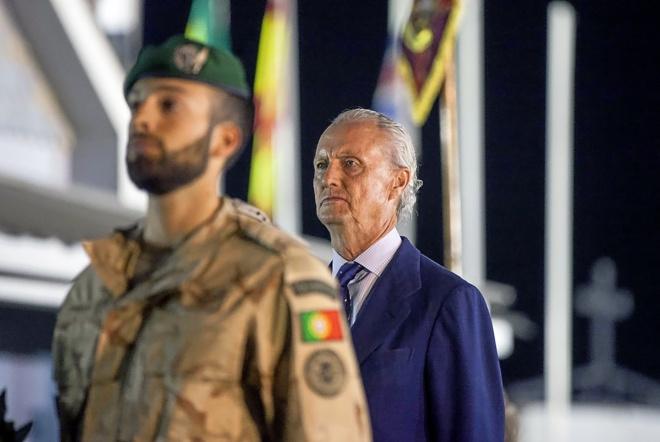 El ministro de Defensa, Pedro Morenés, durante una visita que realizó el lunes a la base de Besmayah (Irak) para visitar a las tropas españolas. EFE