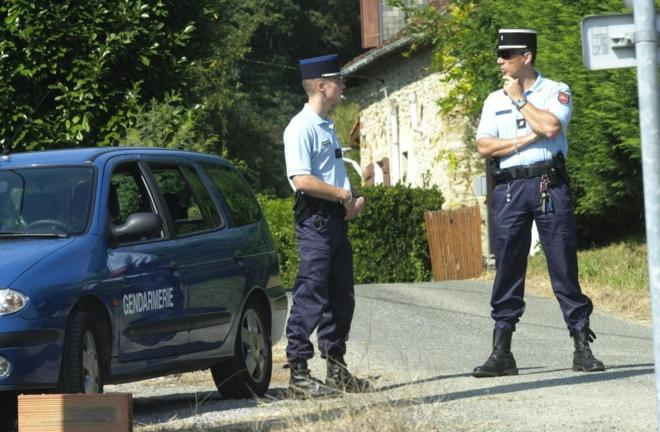 Gendarmes franceses durante la detención de 'Mikel Antza' y 'Anboto',...