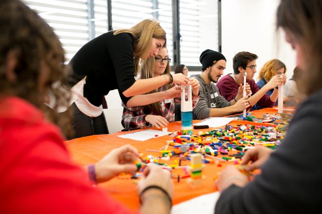 Los participantes en Yuzz contarán con formación a cargo de expertos en emprendimiento.