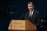 El Rey Felipe pronuncia su discurso durante la ceremonia de entrega de...