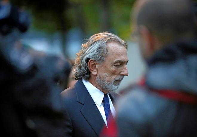 Francisco Correa, saliendo hace unos días de la sede de la Audiencia Nacional en la que se juzga el 'caso Gürtel'.