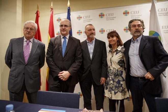 De izquierda a derecha, Justino Sinova, José María Legorburu...