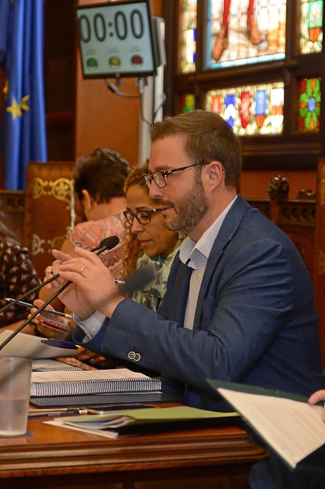 El alcalde de Palma, Jose Hila, en el pleno de ayer en Cort.