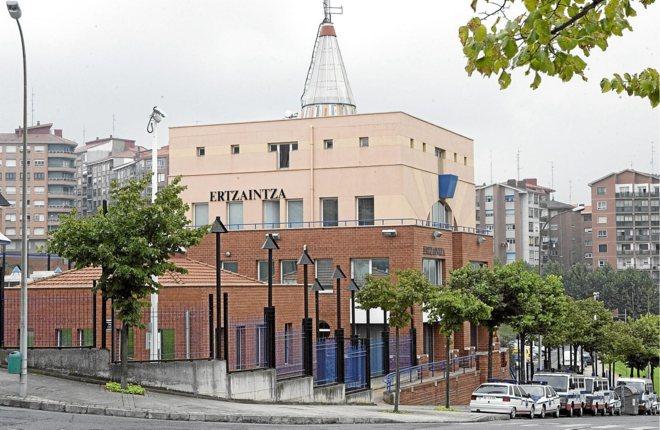 Comisaría de la Ertzaintza de Sestao en la que se ha producido el fallecimiento del joven.