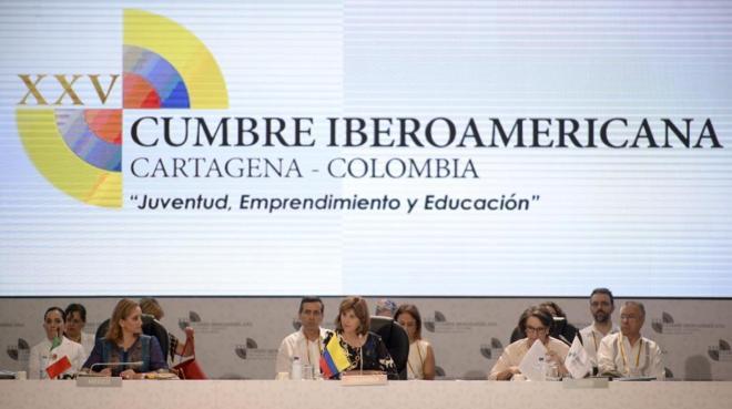 La ministra de Asuntos Exteriores colombiana, María Ángela Olguin, en el centro, junto a su homóloga mexicana y la secretaria iberoamericana, Rebeca Grynspan, en Cartagena de Indias.