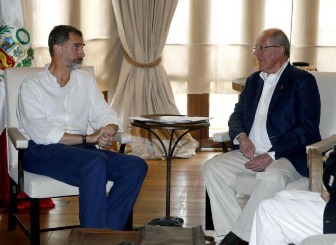 El Rey Felipe VI durante su reunión con el presidente peruano Pablo Kuczynski, en Cartagena.
