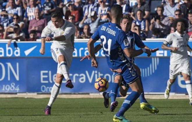 Cristiano Ronaldo dispara a puerta en el segundo gol del Madrid c2a8d77e4e4cf