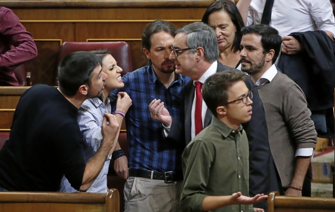 El diputado de C's José Manuel Villegas (con corbata roja) mantuvo...