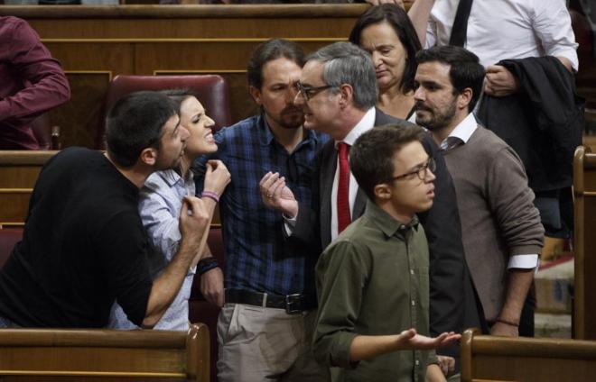 Parlamentarios de Unidos Podemos discuten con José Manuel Villegas,...