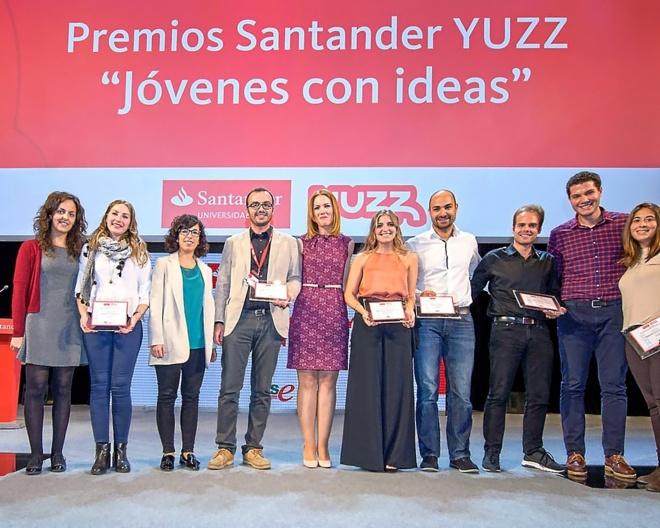 Los galardonados posan al término del acto celebrado en la Ciudad Financiera del Banco Santander  