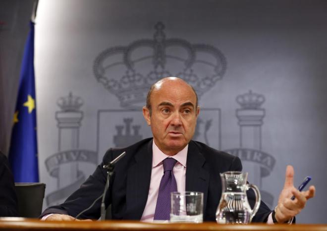 Luis de Guindos, en la rueda de prensa tras un Consejo de Ministros...