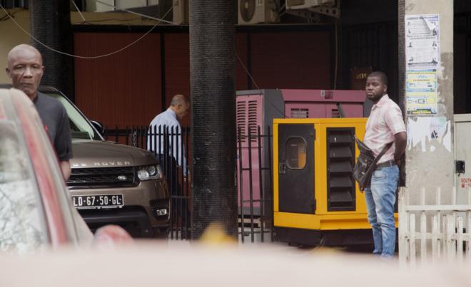 El socio de los Paesa fugitivo, Guilherme Taveira Pinto, en una calle...