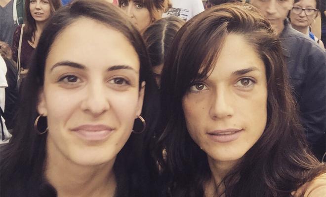 Clara Serra, junto a Rita Maestre (izquierda).