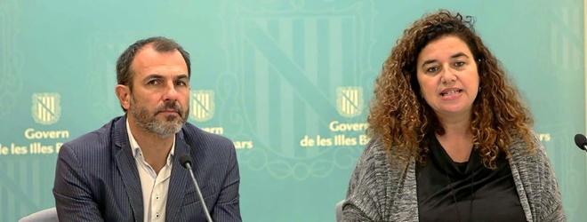 El vicepresidente y conseller de Turismo, Biel Barceló, y la consellera de Presidencia y portavoz, Pilar Costa, ayer en rueda de prensa.