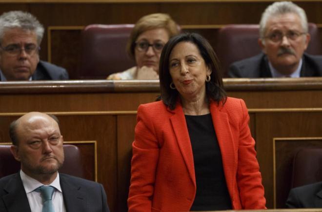 La diputada socialista Margarita Robles, en el momento en que vota 'no' a la investidura de Rajoy.