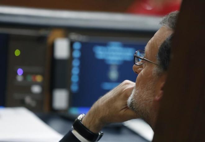 El líder del PP y presidente del Gobierno, Mariano Rajoy, en la...