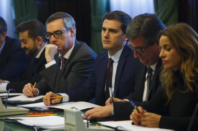 Albert Rivera y varios diputados de Ciudadanos, reunidos con...