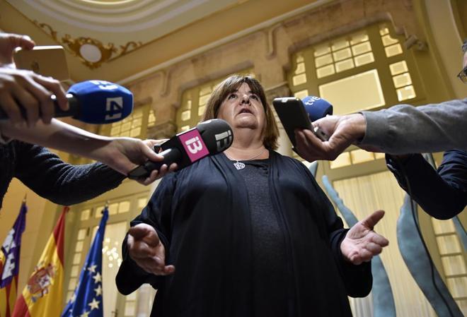 Xelo Huertas declara ante los periodistas tras su suspensión cautelar.