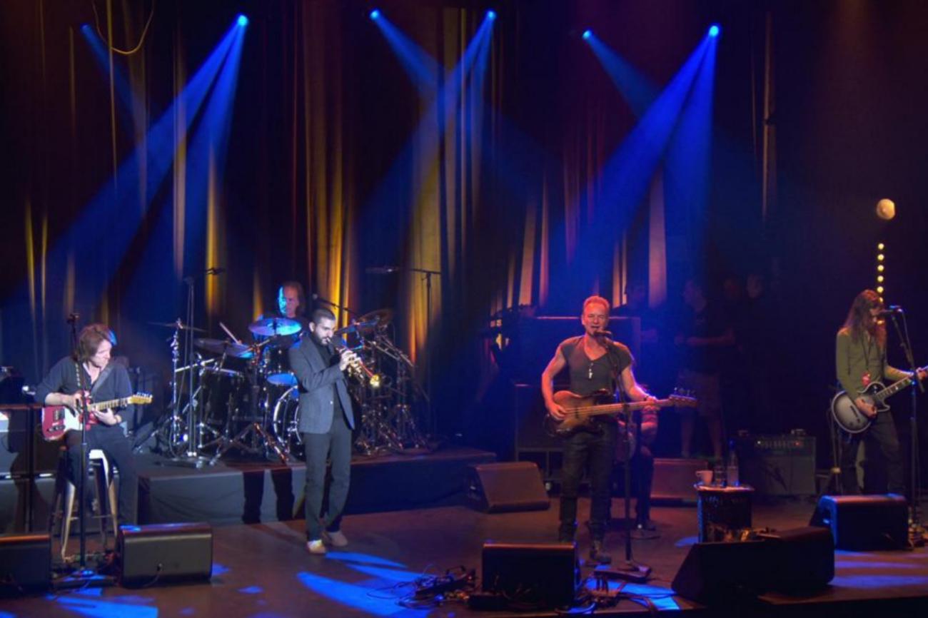 El músico británico ha sido el encargado de actuar en la reapertura de la sala un año después del ataque terrorista en el que murieron 90 personas.