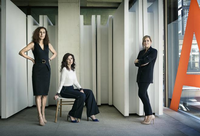 Las arquitectas Blanca Lleó (i), Fuensanta Nieto (c) y Elsa Urquijo...