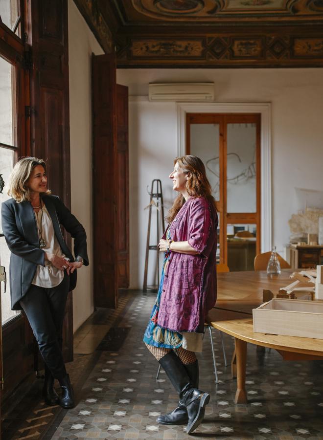 Las arquitectas Victoria Garriga (i) y Benedetta Tagliabue (d) en el...