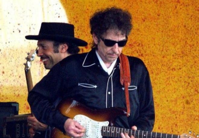 Bob Dylan, durante una actuación en Nueva Orleans, en 2003.