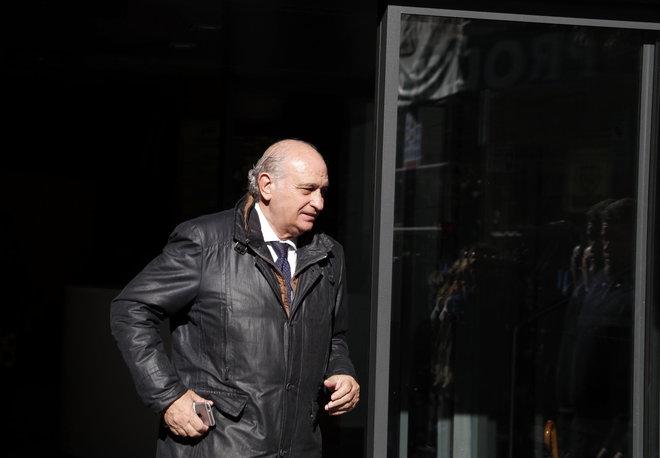 El ex ministro del Interior, Jorge Fernández Díaz. abandona la sede...