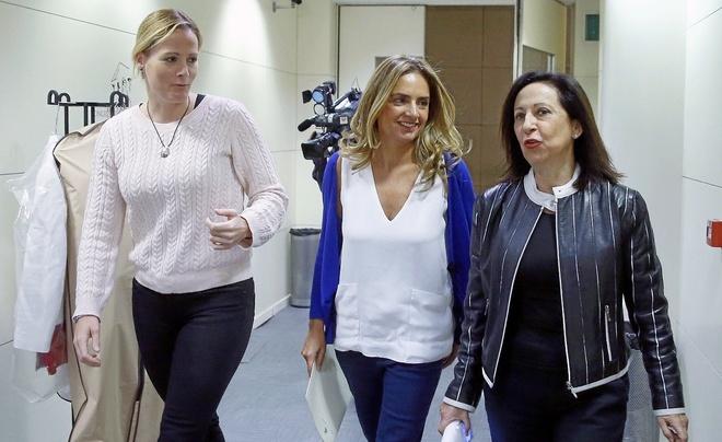 Tres de las diputadas que votaron 'no': Zaida Cantera, Susana Sumelzo y Margarita Robles.