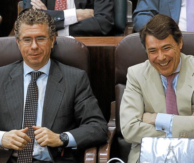 Francisco Granados e Ignacio Gónzalez, durante un Pleno de la...