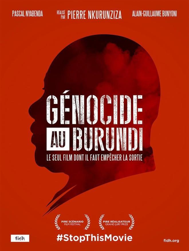 """Fotografía del cartel de la película ficticia """"Genocidio en Burundi""""."""
