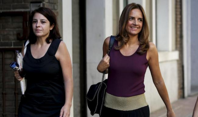Adriana Lastra y Susana Sumelzo (dcha.), a su llegada a una reunión...