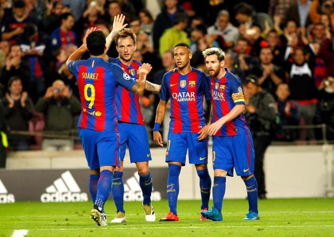 Jugadores del FC Barcelona durante el partido contra el Manchester City.  JORDI SOTERASMUNDO 157e67cd62fe4