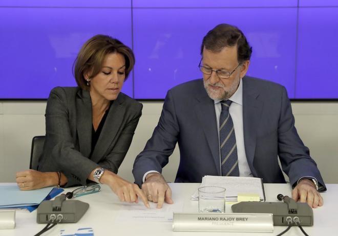 María Dolores de Cospedal y Mariano Rajoy, en la Junta Directiva...